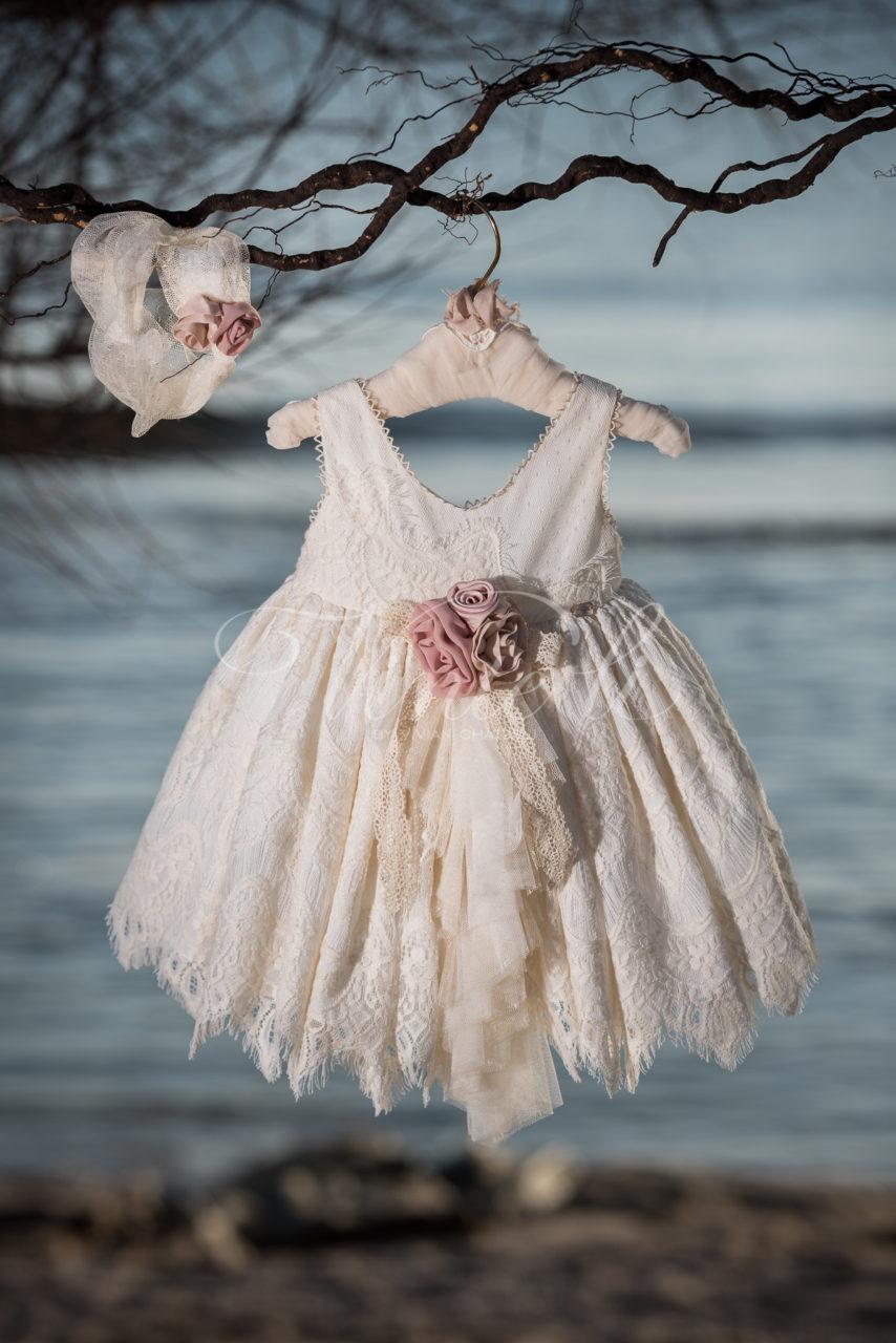 c855c9e39bd6 Φόρεμα μεσάτο με δαντέλα και βολάν τούλινο εμπρός